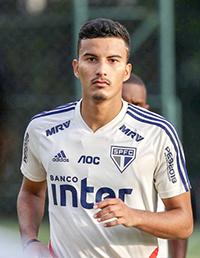 Braga teria oferecido  5 milhões de euros para ter o zagueiro
