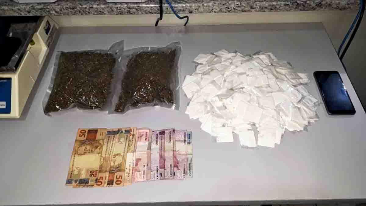 Traficante entregaria as drogas a uma pessoa nas margens da Variante do Taboão