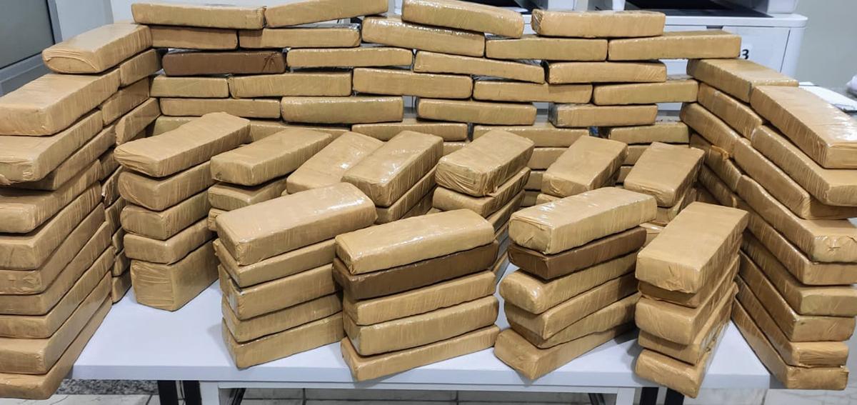Droga era transportada para Belo Horizonte e motorista disse que receberia R$ 2 mil pelo serviço